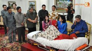 Ibu Een Sukaesih di Istana Negara